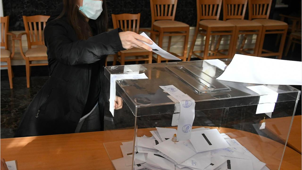 В Плевен изборният ден започна спокойно