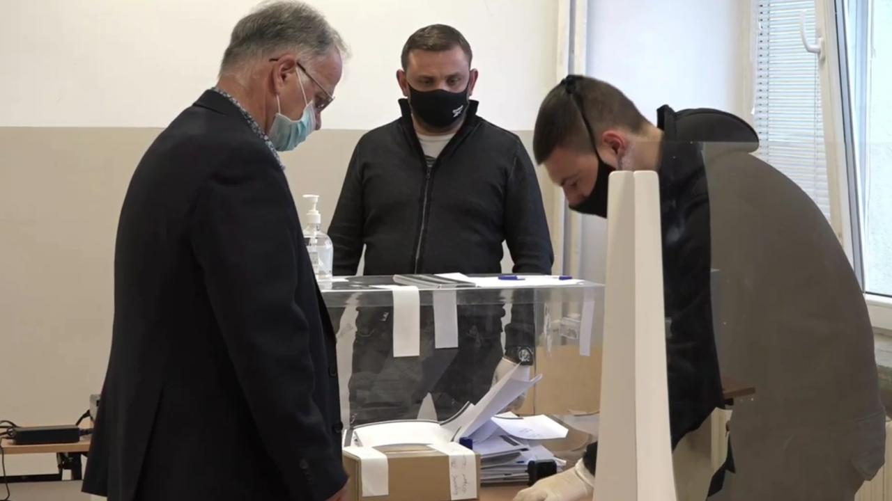 Боян Чуков от ВМРО гласува