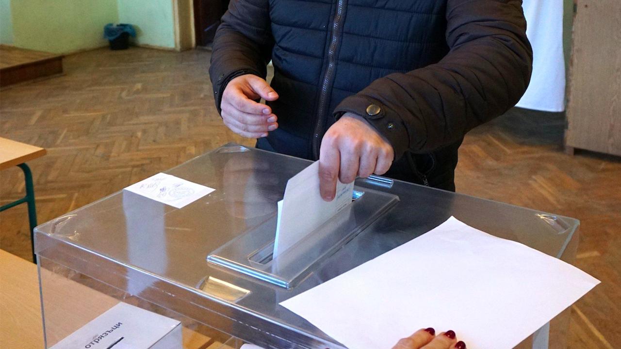 Нормално започна изборният ден в 29 МИР - Хасково