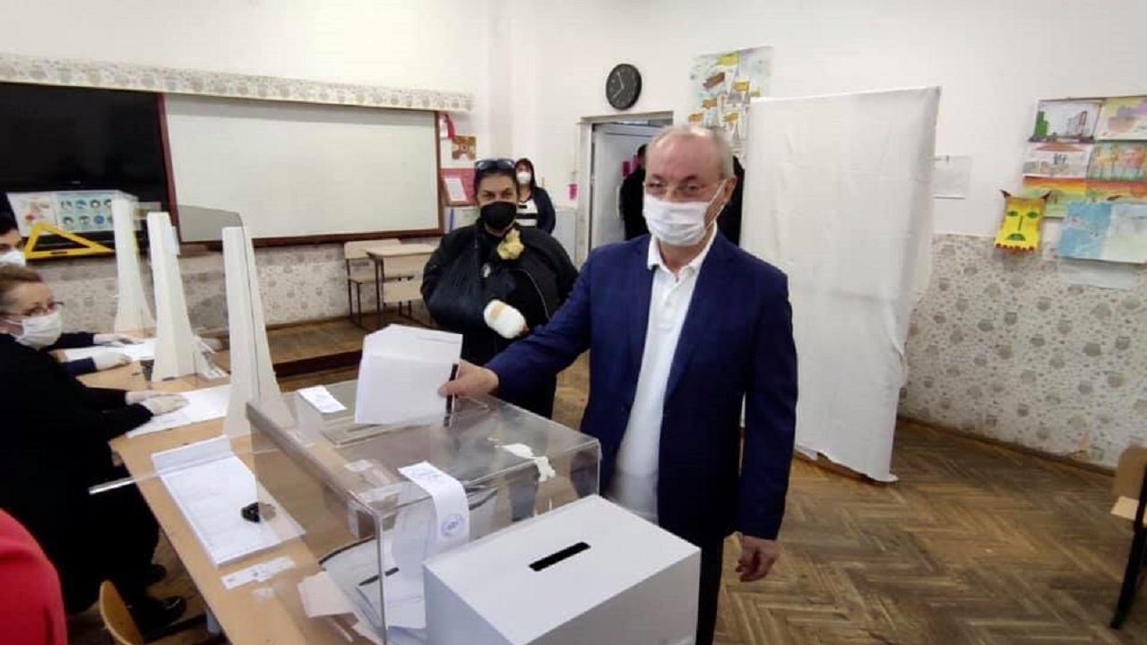 Ахмед Доган гласува