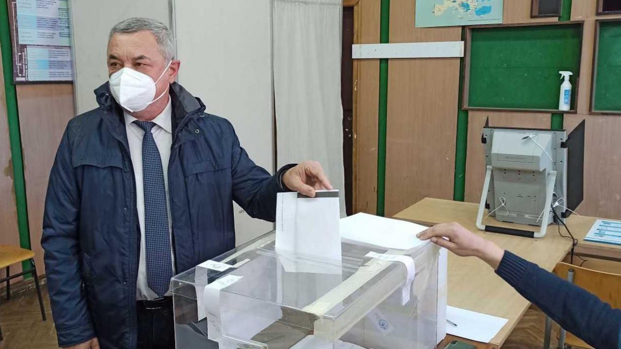 Валери Симеонов: Гласувах в българския парламент да има повече честни, смели и отговорни политици