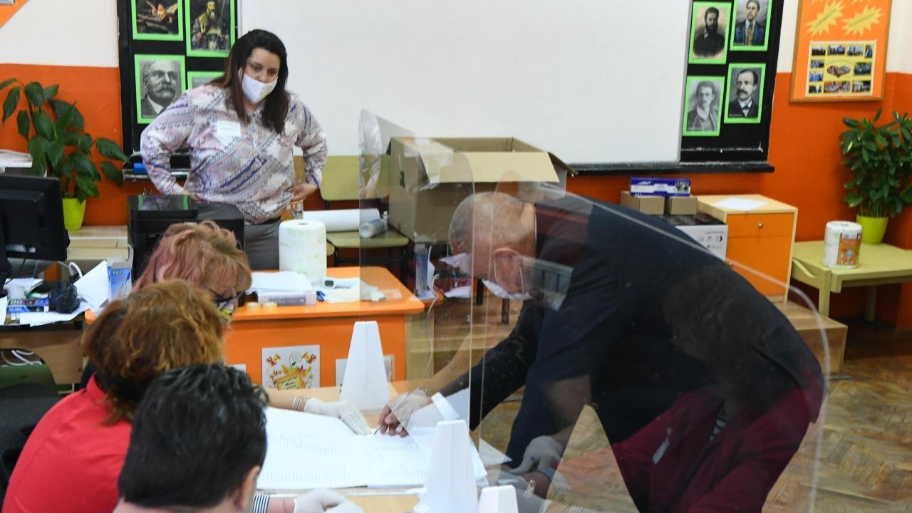 13% от пловдивчани са гласували до 12 ч.