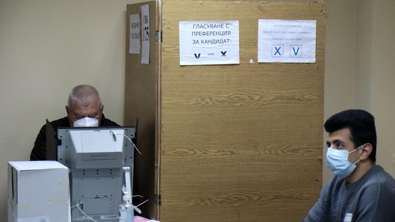 Избирателната активност се вдига - 18.14% към 12 ч.