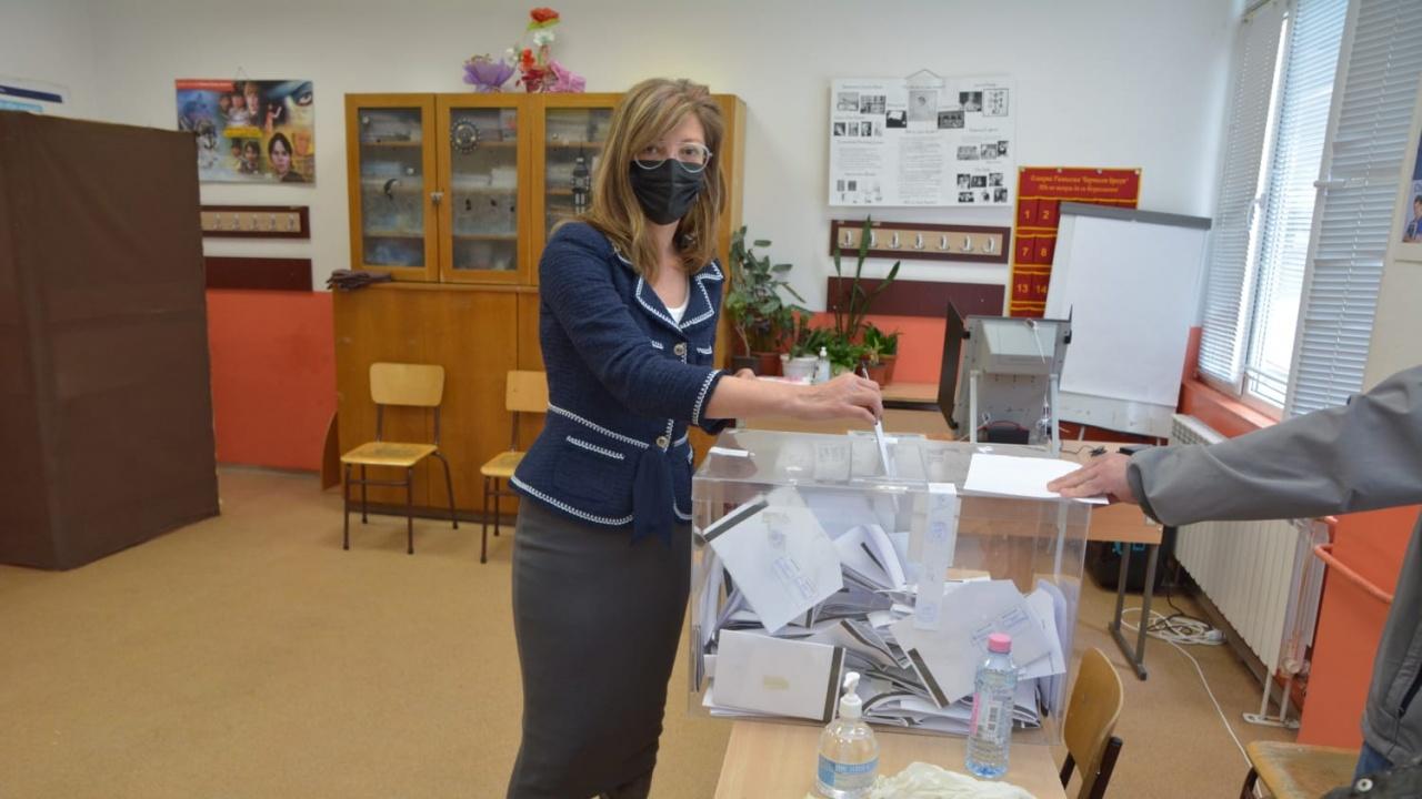 Екатерина Захариева в Пазарджик: Гласувах за европейското развитие на България