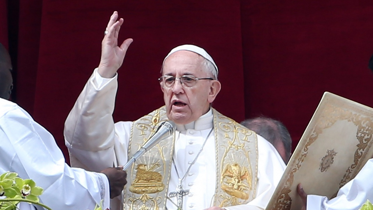 Папа Франциск заклейми харченето на пари  за оръжия във време на пандемия