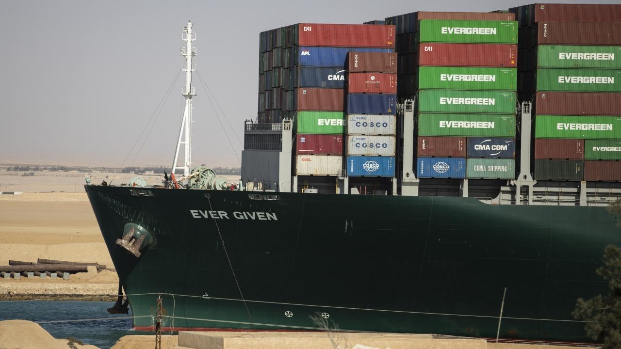 Набедиха първата жена капитан на Египет за кризата в Суецкия канал