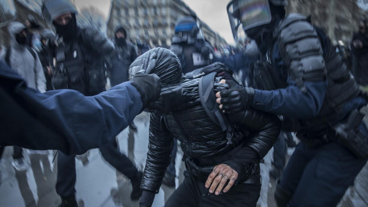Пет жени бяха задържани по подозрения в тероризъм във Франция