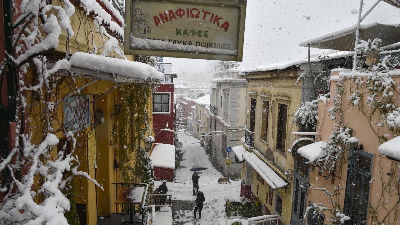 Магазините в Гърция отварят днес, но не навсякъде