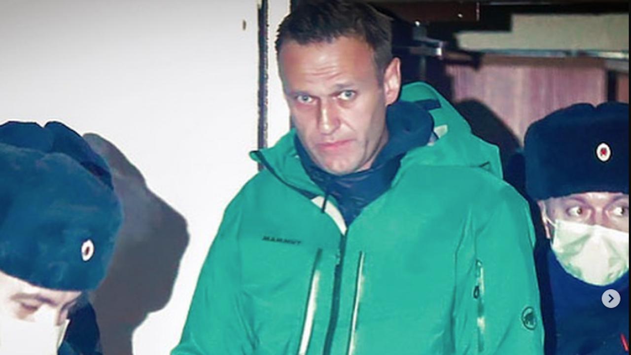 Навални се оплака от висока температура и кашлица