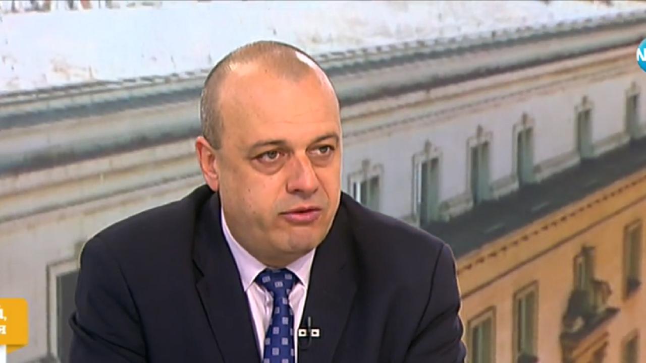 Христо Проданов разясни защо Корнелия Нинова не подава оставка