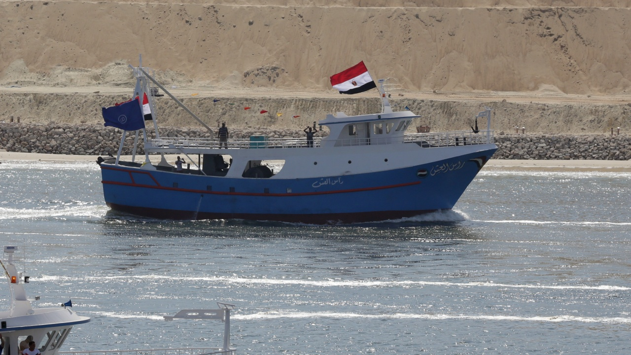 Суецкият канал пак се запуши
