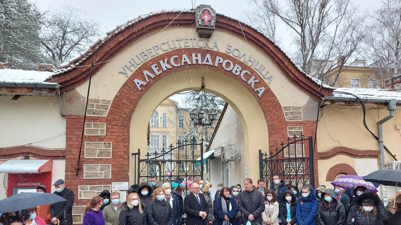"""И в """"Александровска болница"""" почетоха медиците, загубили битката с COVID-19"""