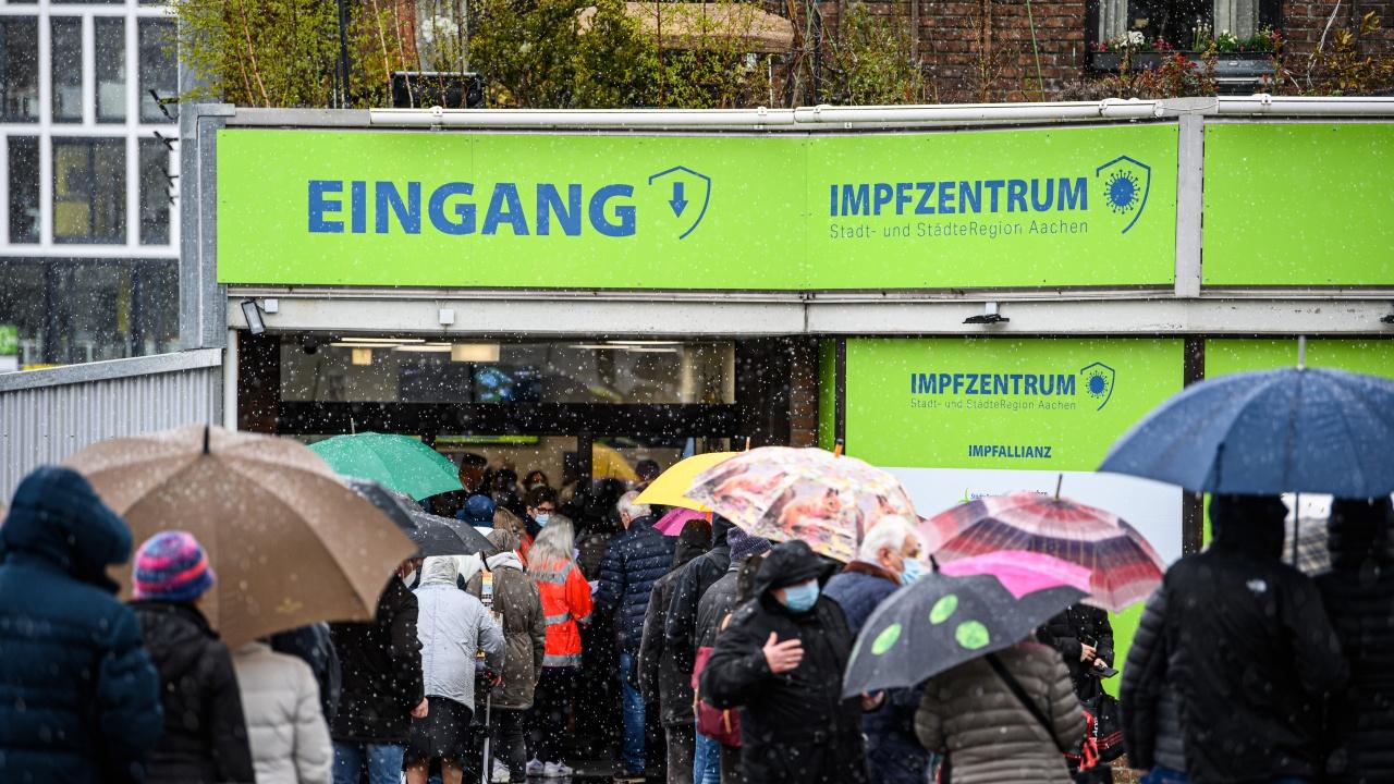 Германия е готова да закупи дози от руската ваксина, но при условие