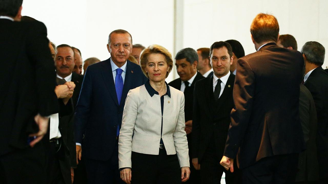 Ердоган унизи Урсула фон дер Лайен, председателката на ЕК остана без стол