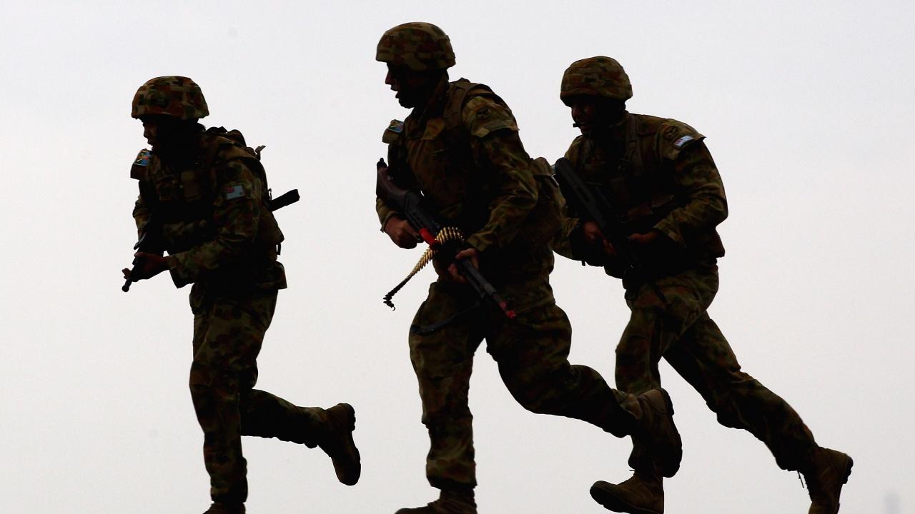 Армия пое контрола над летището в Тирана