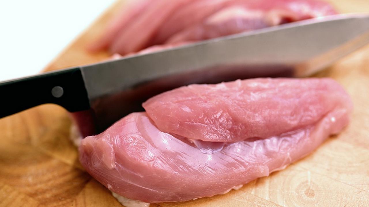 БАБХ залови близо 10 тона полско пилешко със салмонела