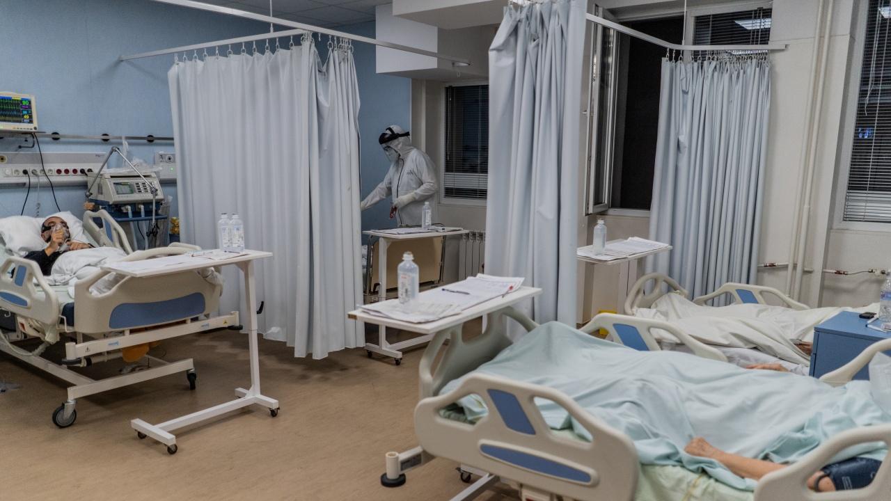 Русенска болница увеличи реанимационните легла за COVID пациенти