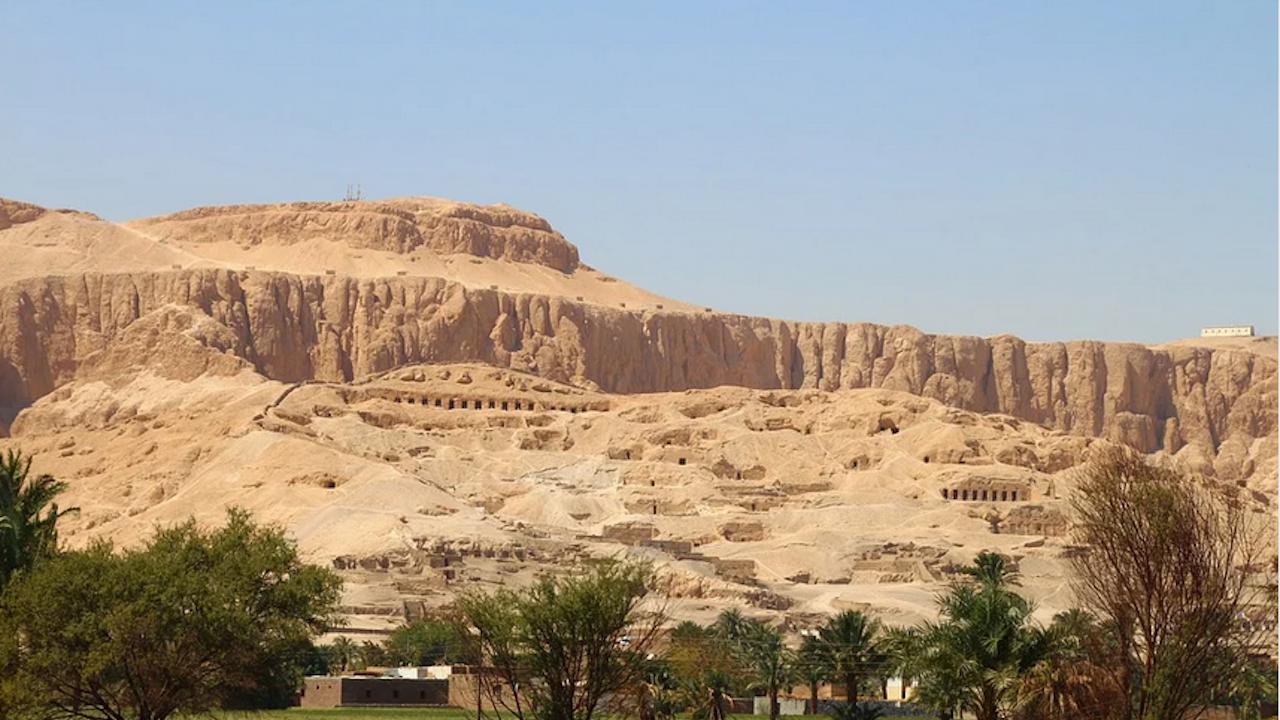 Археолози откриха древен град, заровен в пясъците в Луксор