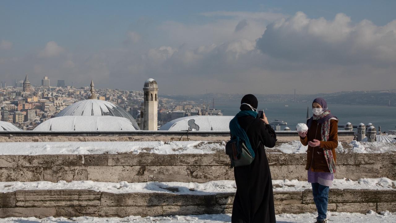 Сняг покри високите части на Одрин, Къркларели и Текирдаа в Турция, жълт код за нивото на река Тунджа