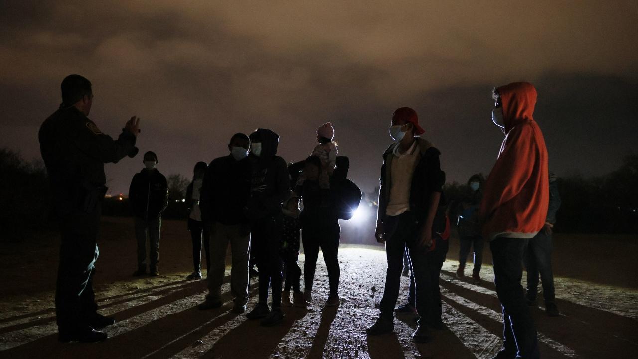 Рекорден брой на задържаните незаконни мигранти на границата на САЩ и Мексико