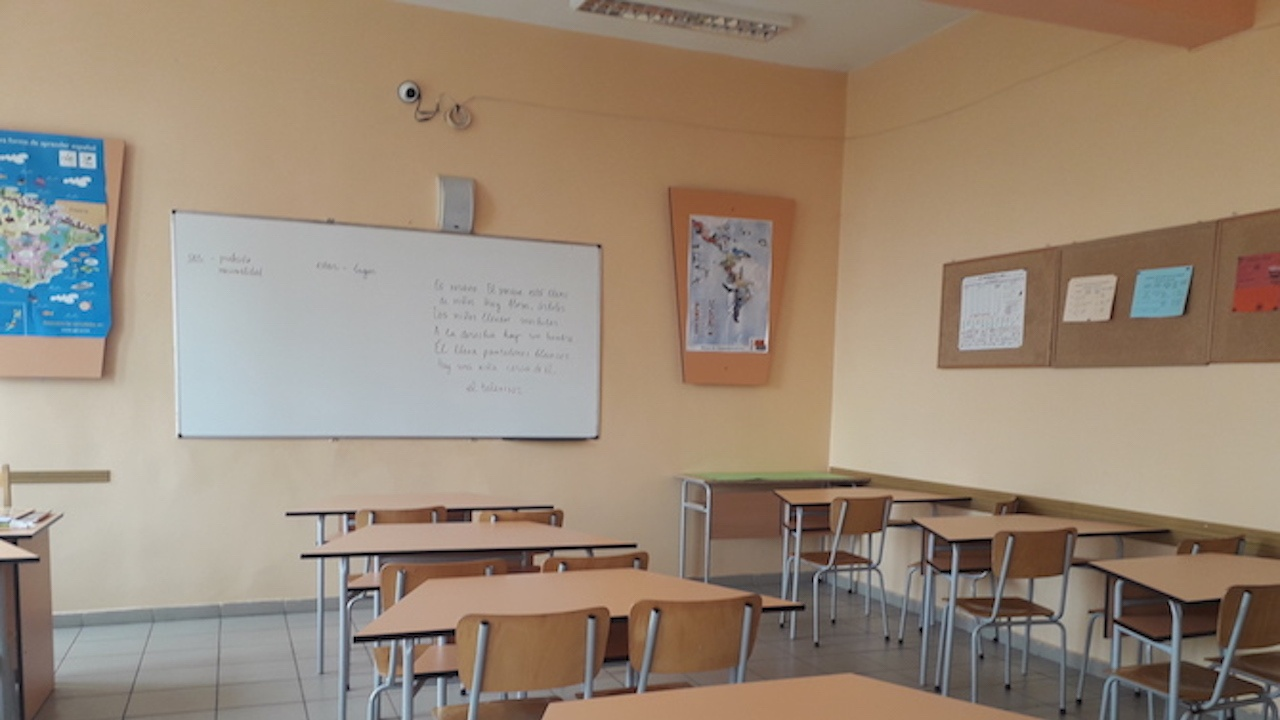 Нова заповед за онлайн обучението, 5 випуска остават вкъщи