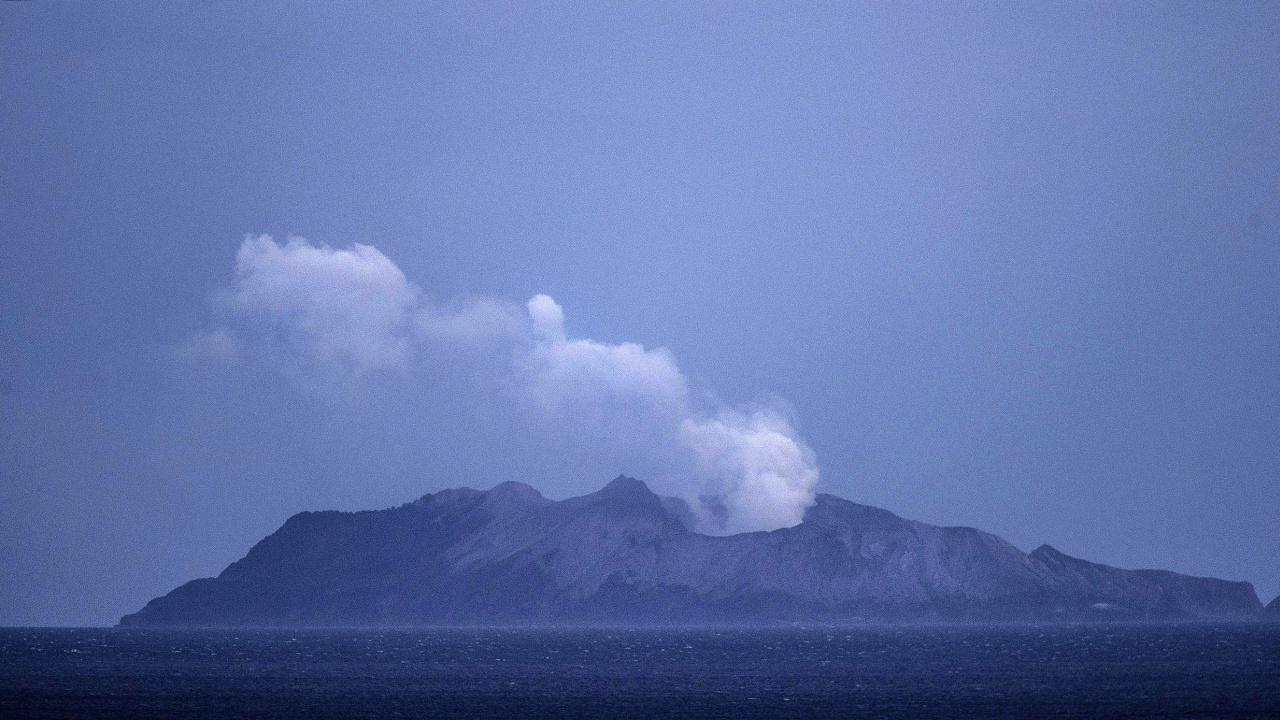 Хиляди бяха евакуирани след изригването на вулкан на карибския остров Сейнт Винсънт
