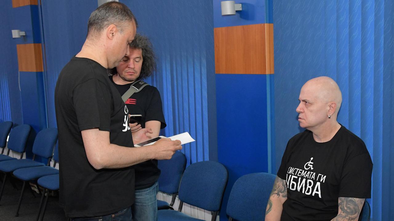 Журналист: Слави трябва да състави кабинет самостоятелно