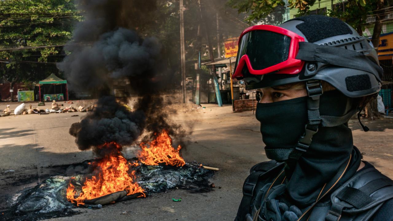 Десетки загинали при сблъсъци между армия и протестиращи в град Баго в Мианма