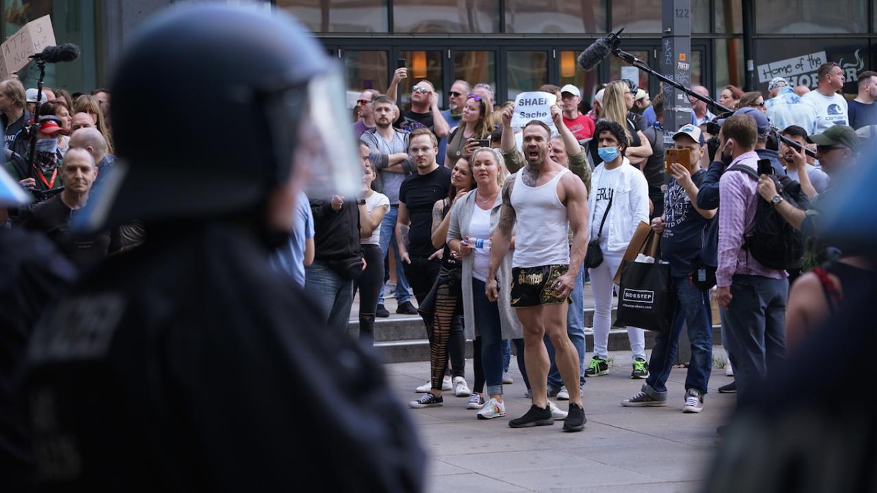 Демонстрация в Хелзинки срещу ограниченията заради коронавируса