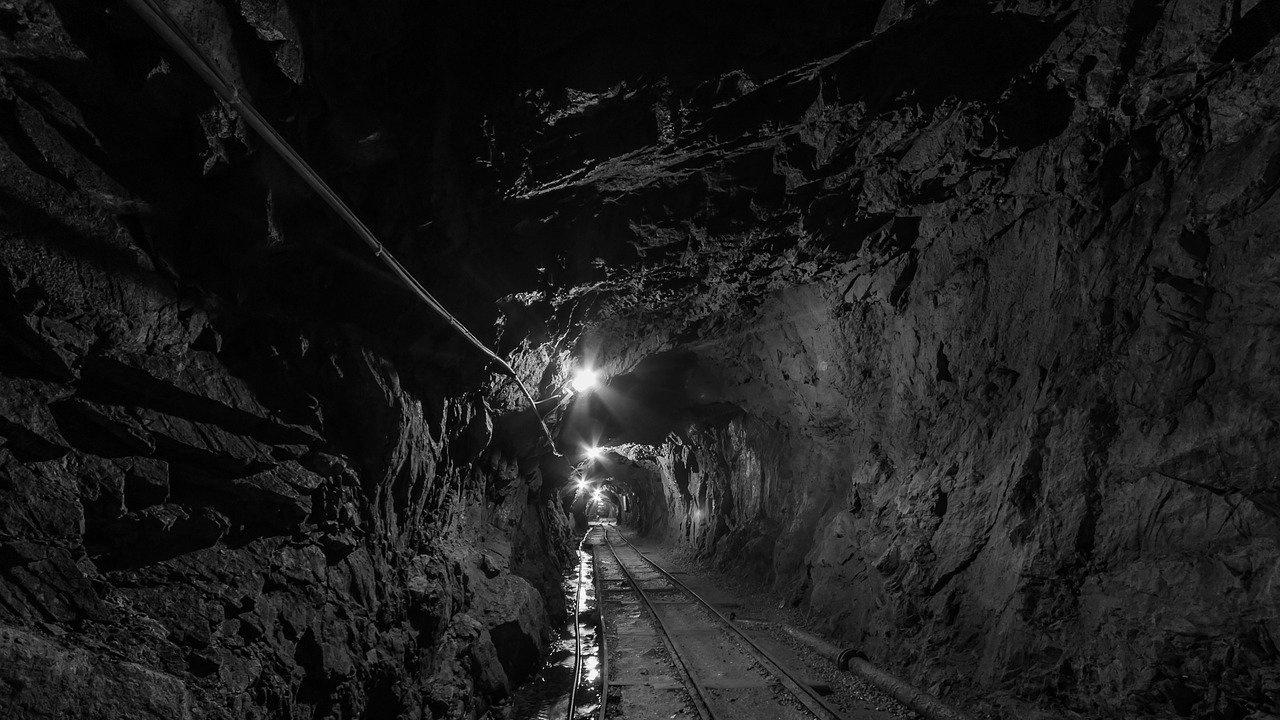 Миньори са блокирани в китайска мина