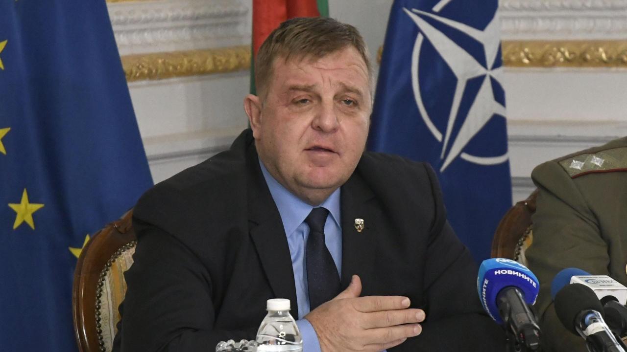 """Каракачанов ще посети Висшето военновъздушно училище """"Георги Бенковски"""""""