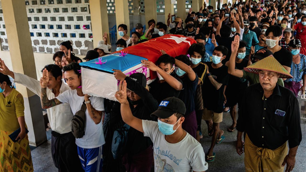 Броят на убитите в Мианма надхвърли 700 души