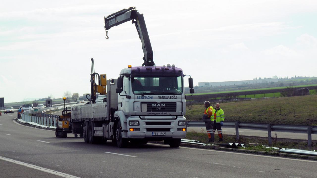 """От утре трафикът по АМ """"Тракия"""" от 5-ти до 9-ти км ще е двупосочно в обновеното платно за Бургас"""