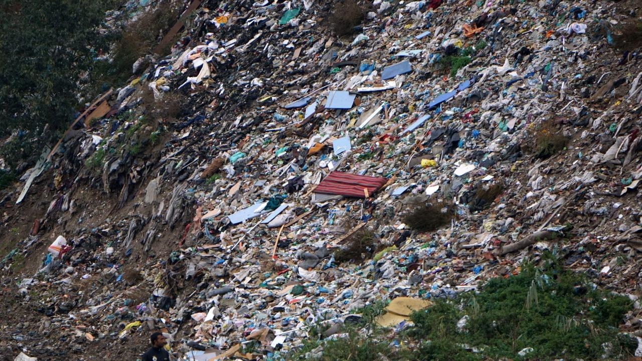 Изчистиха над 10 нерегламентирани сметища в Пернишко