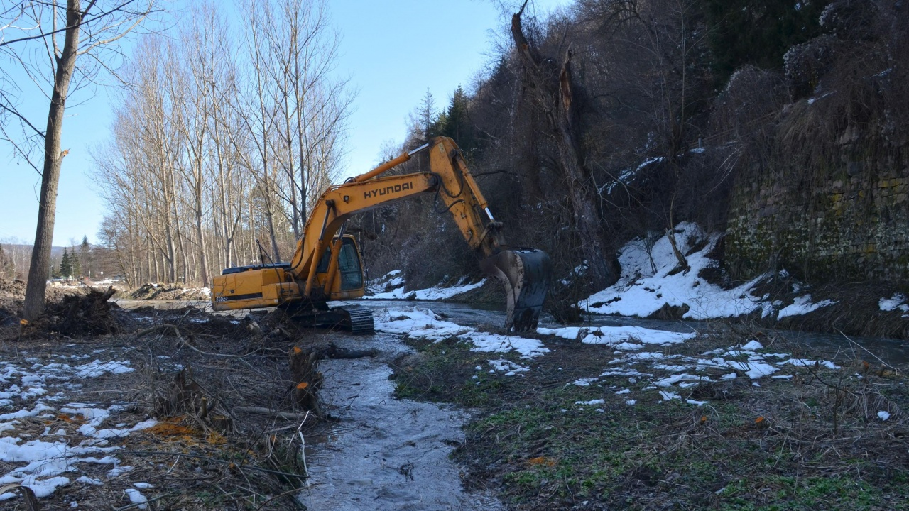 120 километра речни корита ще бъдат изчистени през тази година