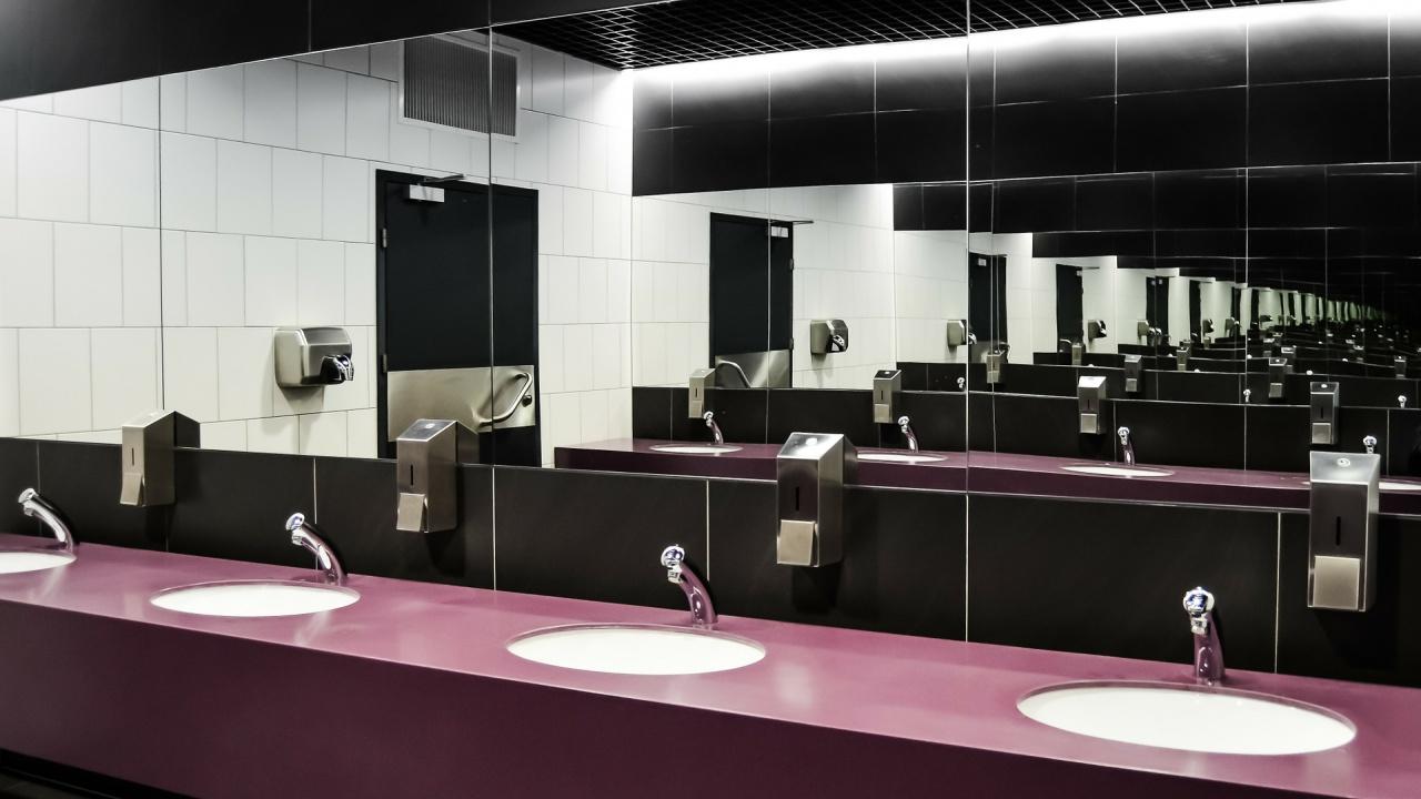 Обновяват училищните тоалетнив столични училища