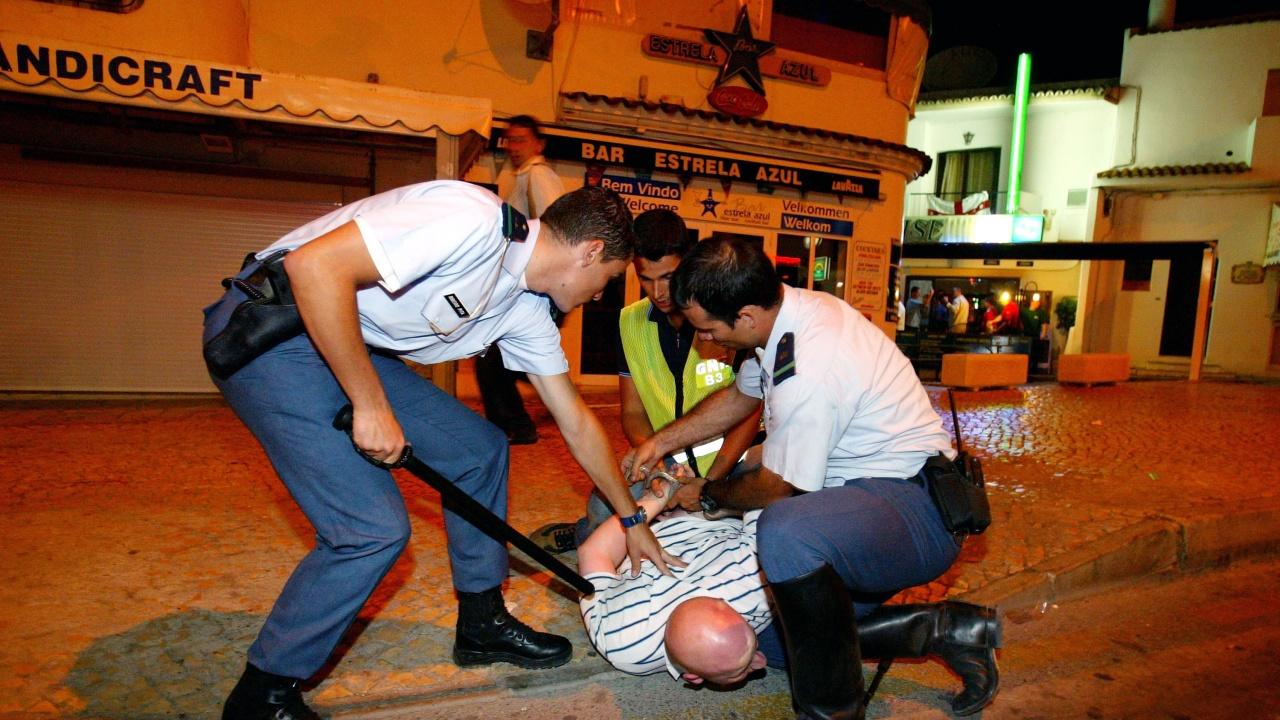 Полицаи пребиха младеж в Черна гора, нарушил вечерния час