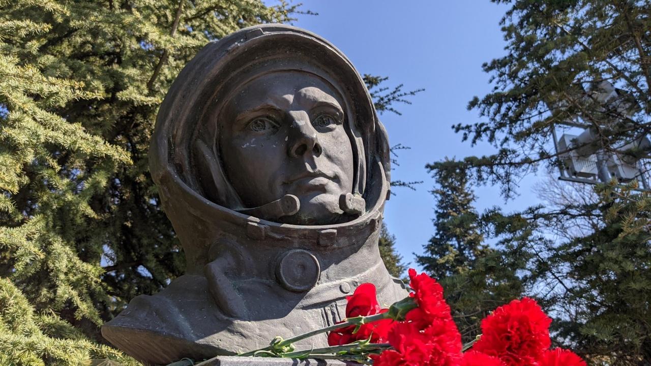 Единици почетоха Юрий Гагарин за деня на космонавтиката във Варна