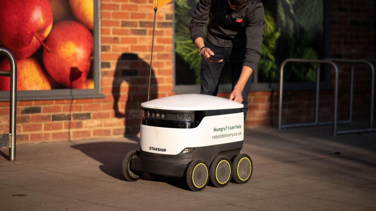 Роботи доставят покупки по домовете в Сингапур