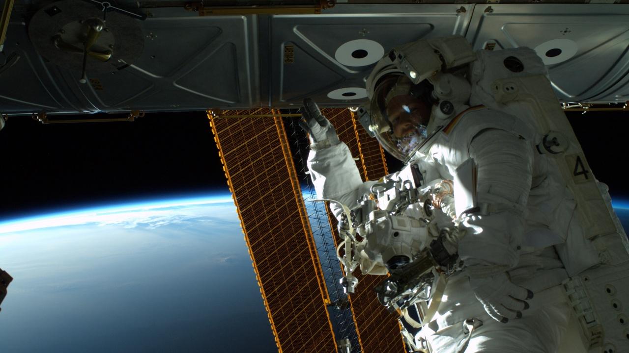 Астронавт подобри рекорда за най-дълга пауза между две космически разходки