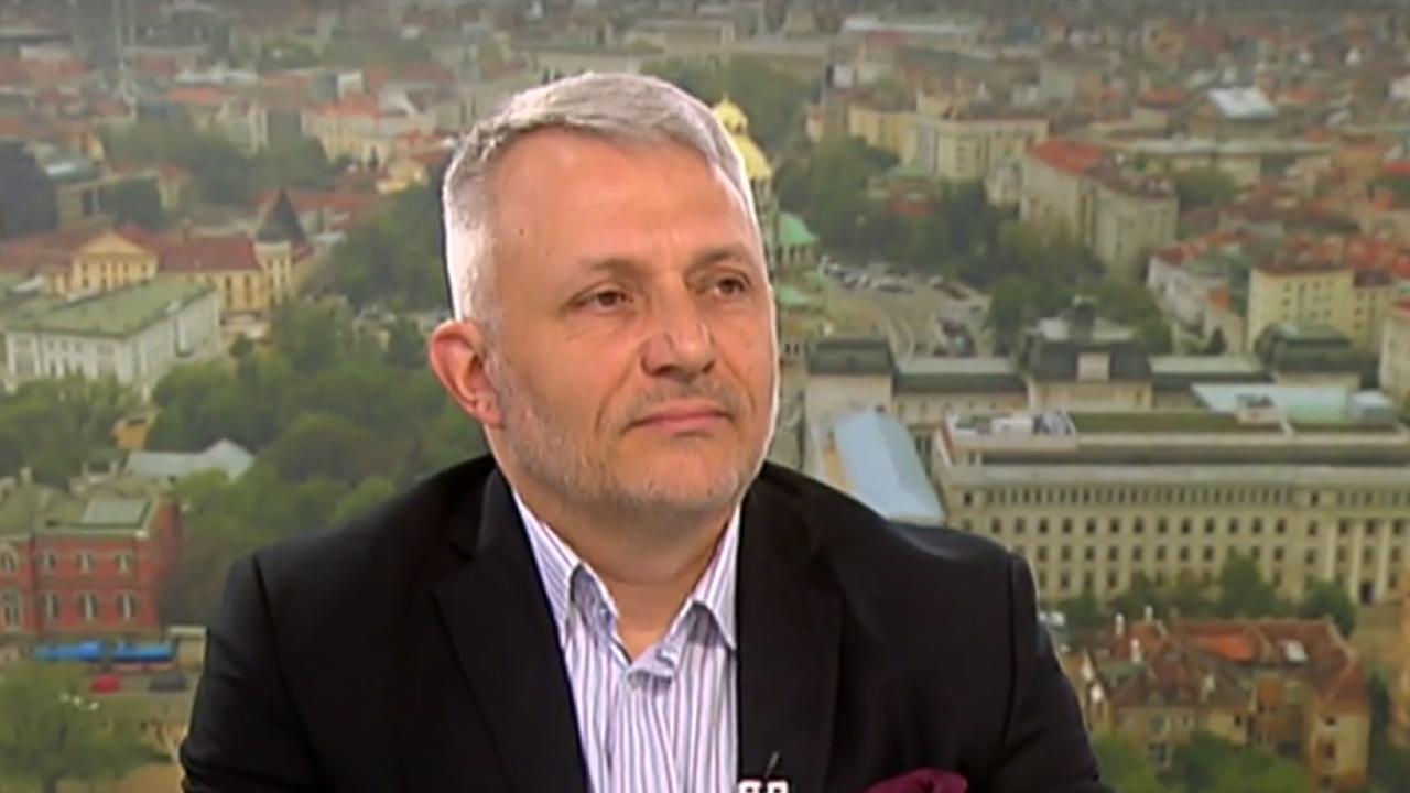 Хаджигенов: Манолова и Дончева се изказаха неподготвени, цопнаха в създадената от тях кална локва