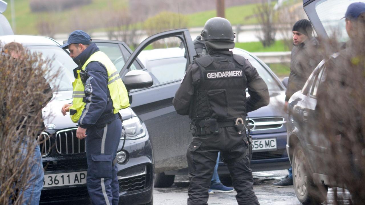 След див екшън: Арестуваха полицай, обирал жилища