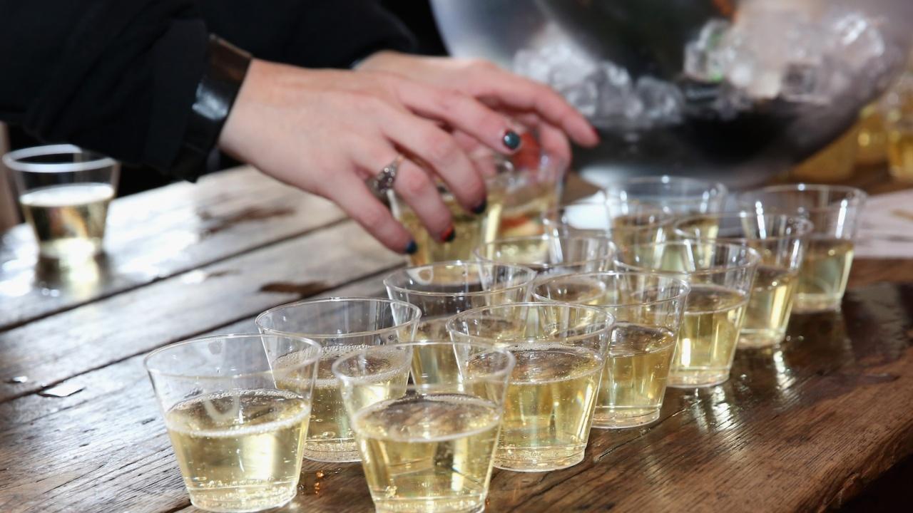 Скочиха продажбите на пиене в Гърция