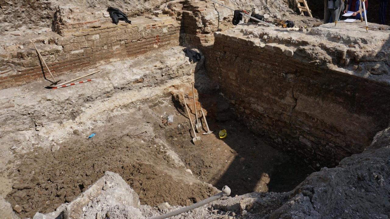 Археолог представя проучване на рядка пещ на близо 7000 години в Русенско