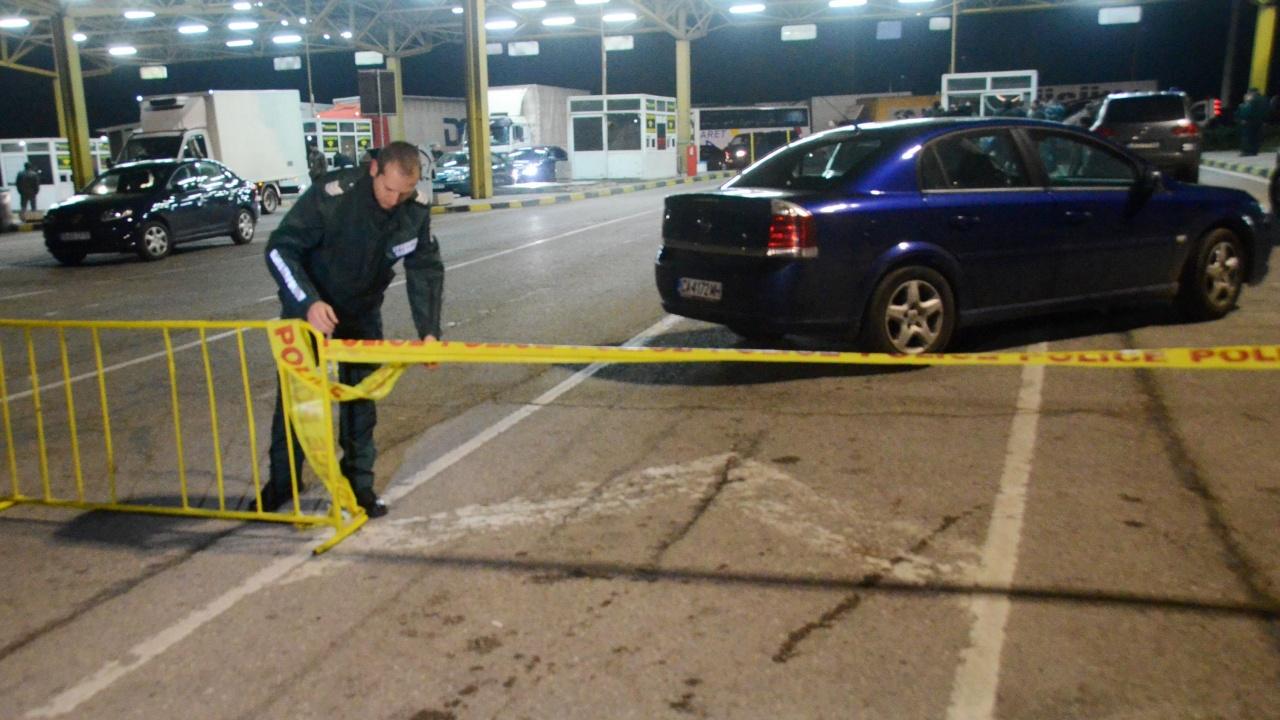 Мъж скри 10-годишно дете в багажника в опит да го измъкне от страната