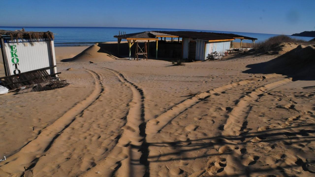 """РИОСВ-Бургас: Дюните на плажа """"Смокиня"""" не са засегнати от дейностите по подготовка на пясъка за летния сезон"""