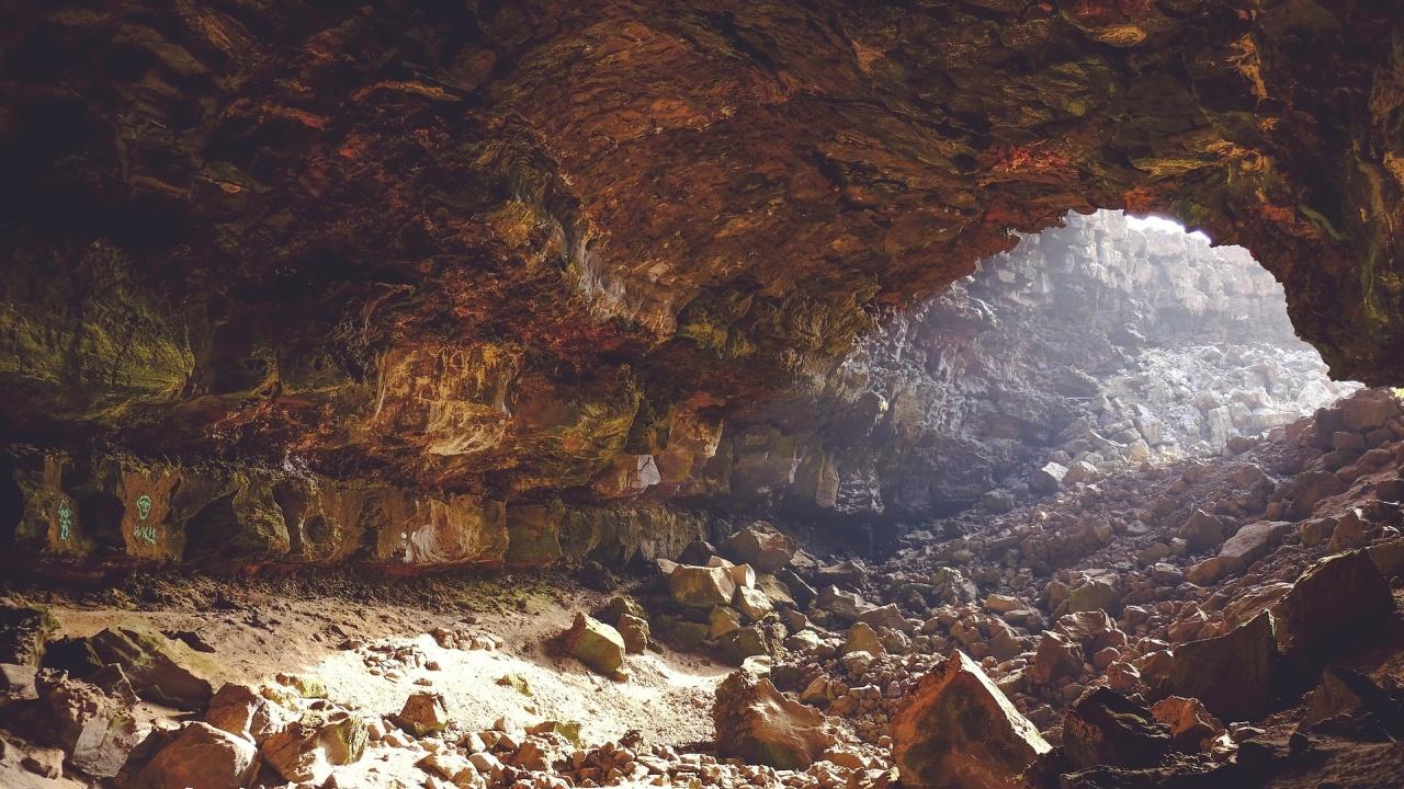 """Изненадващи разкрития след генетичен анализ на древните хора от пещерата """"Бачо Киро"""""""