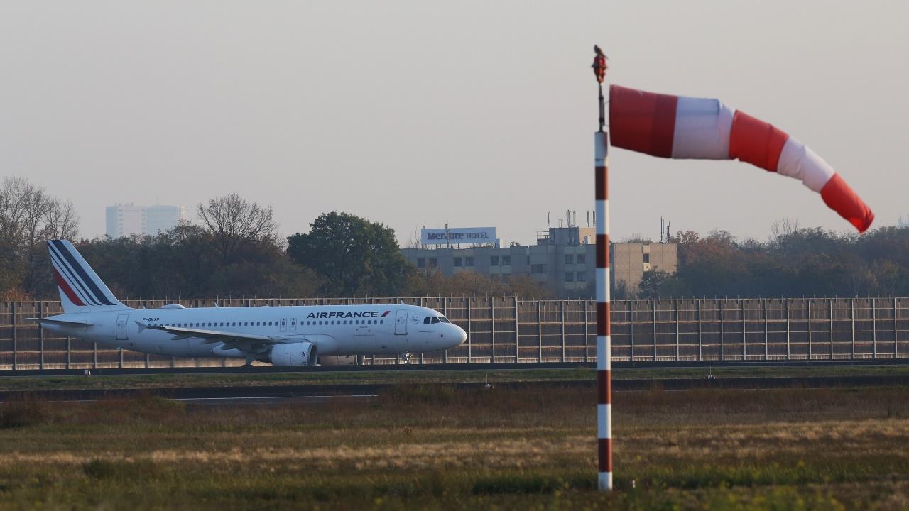 Париж преустановява всички полети между Бразилия и Франция