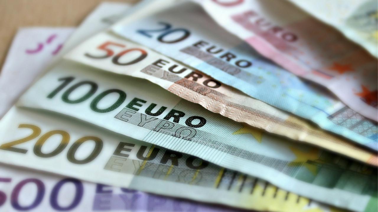 Зам.-шефът на ЕК: България може да въведе еврото през 2024 г.
