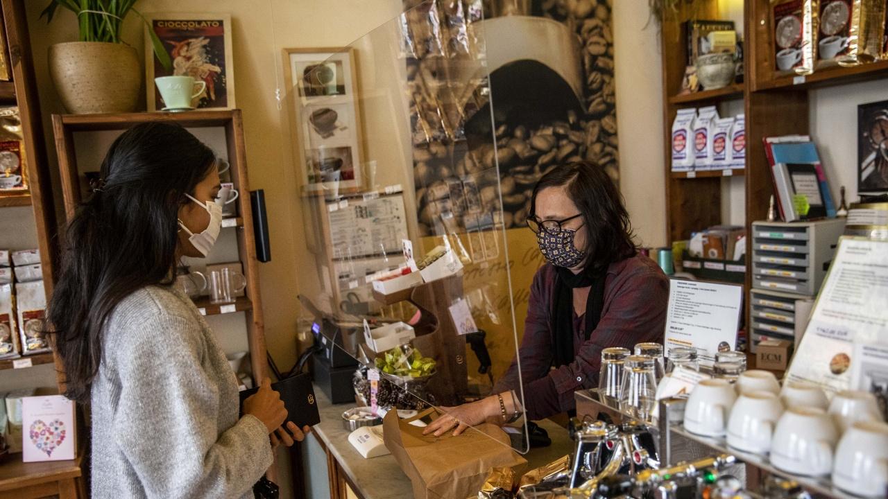 Словакия ще отвори магазините за някои клиенти в рамките на облекчаване на антиковидните мерки